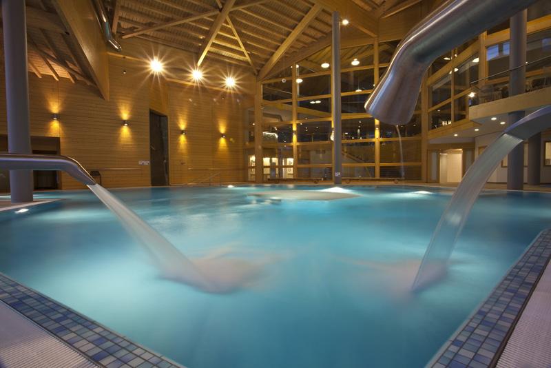 Infos sur piscines interieure haut de gamme arts et for Piscine haut de gamme